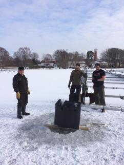 Byte av flytkroppar B & E bryggorna 2018